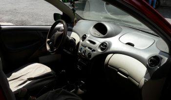 Toyota Yaris 2005, color rojo, mecánico, aire acondicionado,148,000 kms recorridos originales, vidrios eléctricos, cierre central, alarma, rines de lujo, radio