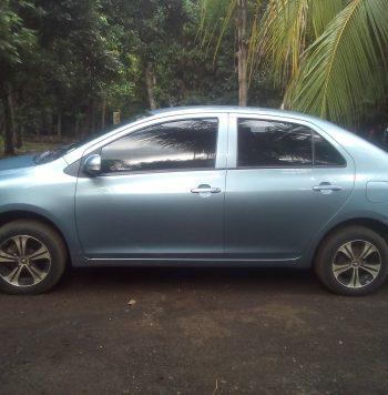 Toyota Yaris 2013 en excelente estado. Único Dueño. Comprado en AutoNica. Chequeos en agencia. Azul Metálico. Precio $10,500 Negociable. Mayor Información al Número: 82366826.